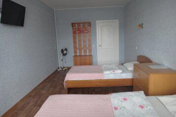 Эконом 3-х местный:  Номер, Эконом, 3-местный, 2-комнатный, Отель, Свирская улица на 21 номер - Фотография 3