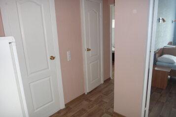 Эконом 3-х местный:  Номер, Эконом, 3-местный, 2-комнатный, Отель, Свирская улица на 21 номер - Фотография 4