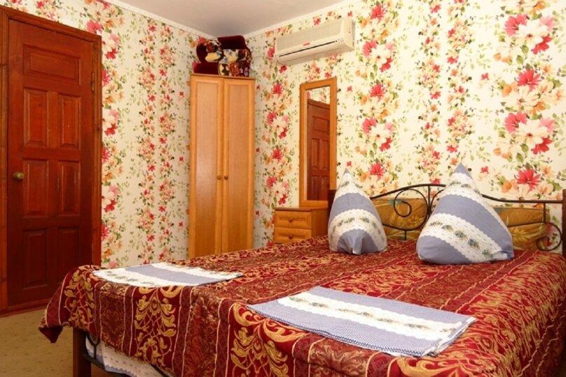 Двухместная комната с балконом 3/2, 3/4, Десантников, 7, Коктебель - Фотография 1