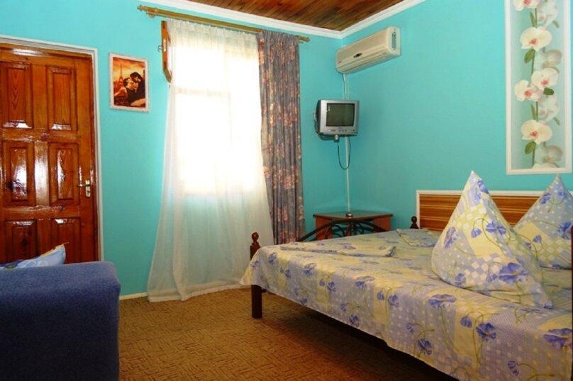 Двухместная комната с балконом +1 2/3, Десантников, 7, Коктебель - Фотография 1