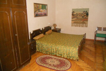 3-комн. квартира, 75 кв.м. на 6 человек, улица Семерджиева, 30, Сухуми - Фотография 1