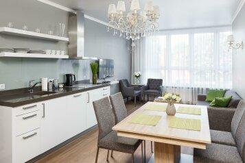 2-комн. квартира, 93 кв.м. на 4 человека, улица 1812 года, 126, Калининград - Фотография 1