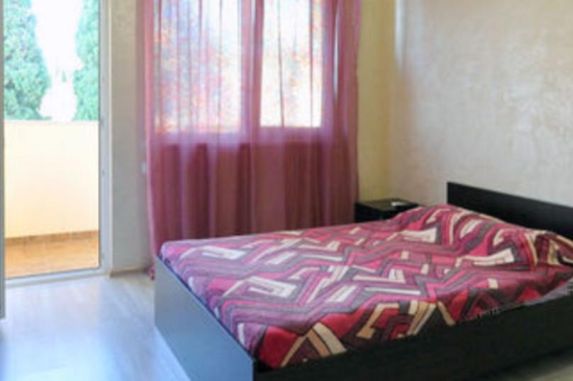Двухкомнатный ,смежные комнаты,третий этаж, Паустовского, 15А, Симеиз - Фотография 1