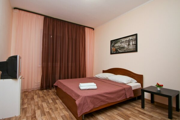 2-комн. квартира, 72 кв.м. на 5 человек, улица Семена Билецкого, 4, Сургут - Фотография 1