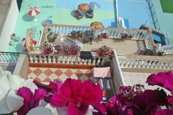 Гостевой дом, улица Гагариной, 25/10 на 4 комнаты - Фотография 1