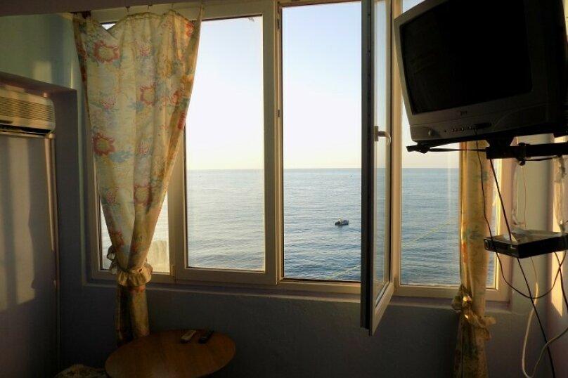 1-но комн номер в 10 метрах от моря, 26 кв.м. на 3 человека, 1 спальня, Ленина, 35-б, Алупка - Фотография 2