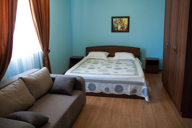 2-х местный с большой кроватью и диваном, Морская 4 массив 1, 3, Саки - Фотография 1