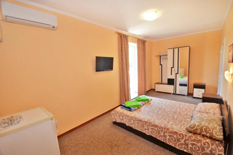 Двухместный номер с двуспальной кроватью , улица Листовничей, 10 Б, Феодосия - Фотография 1