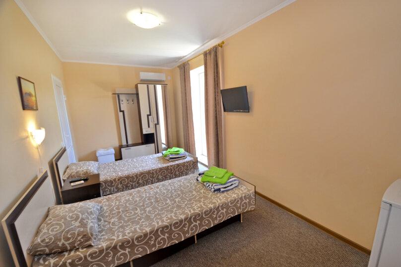 Двухместный с двумя раздельными кроватями, улица Листовничей, 10 Б, Феодосия - Фотография 1