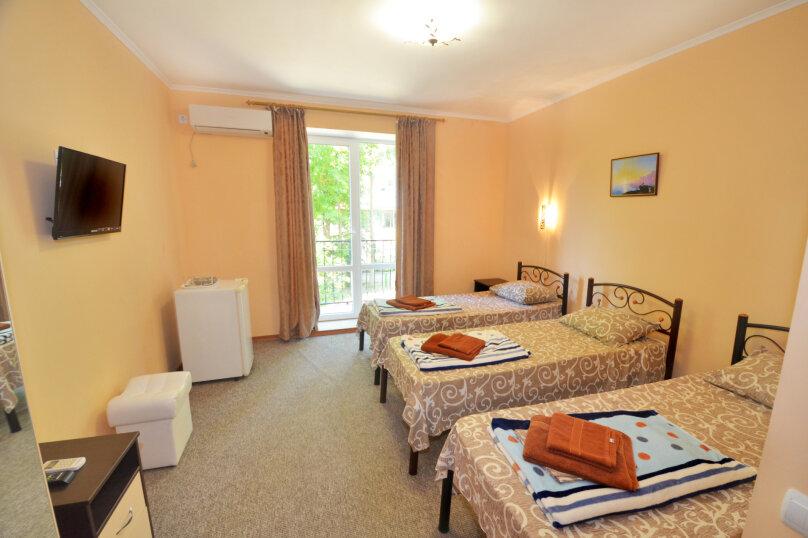 Трехместный с тремя раздельными кроватями, улица Листовничей, 10 Б, Феодосия - Фотография 1
