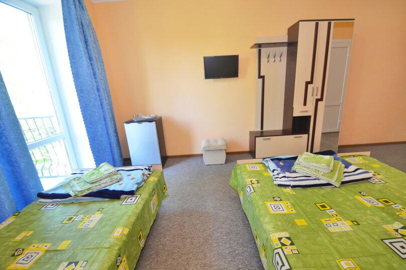 Трехместный с двуспальной и односпальной кроватью, улица Листовничей, 10 Б, Феодосия - Фотография 1