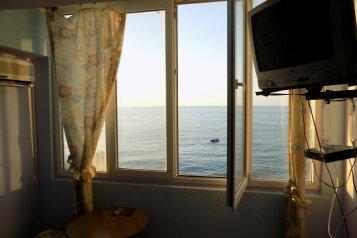 1-но комн номер в 10 метрах от моря, 26 кв.м. на 3 человека, 3 спальни, Ленина, 35-б, Алупка - Фотография 2