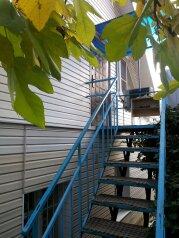 Трехэтажный гостевой дом с отдельными входами, переулок Урицкого, 4 на 2 номера - Фотография 3