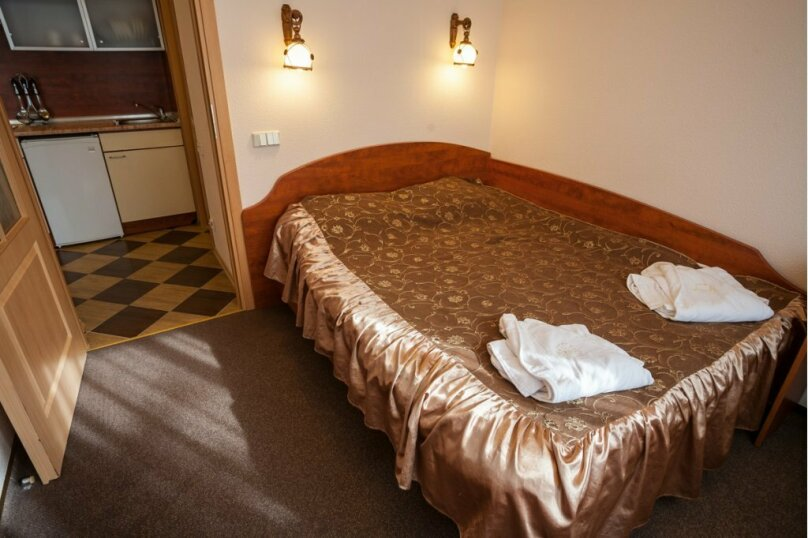 2-х комнатный люкс с кухней, Алупкинское шоссе, 15Г, Кореиз - Фотография 1
