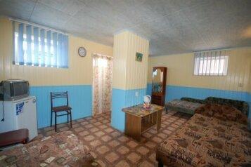 Эконом 3х местный (цокольный этаж):  Номер, 4-местный, Гостиница, Морская улица на 11 номеров - Фотография 3