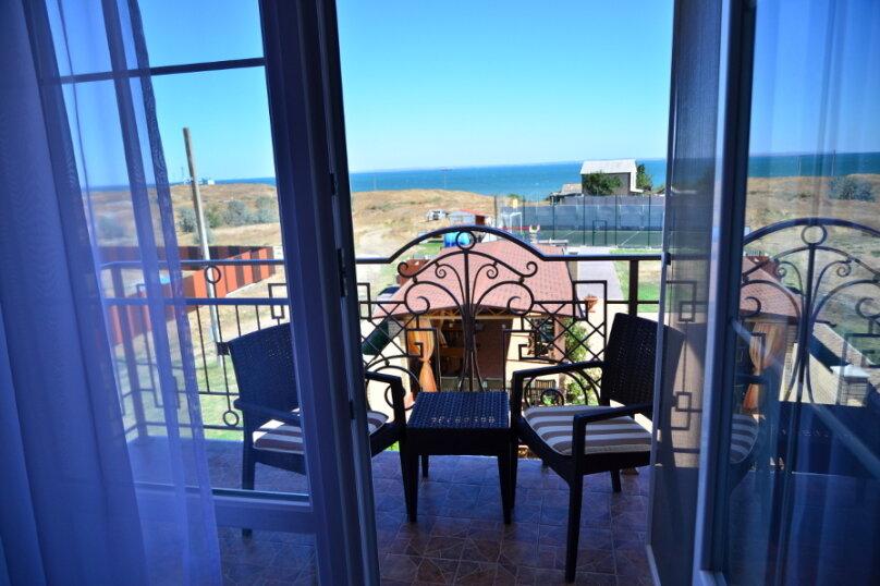 Однокомнатный номер для 3х человек с балконом и видом на море, Рубежная улица, 17, Керчь - Фотография 1