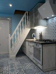 Дом четырехкомнатный, 100 кв.м. на 10 человек, 4 спальни, улица Токарева, Евпатория - Фотография 1