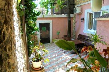 Четырехкомнатный двухэтажный дом., 122 кв.м. на 11 человек, 4 спальни, Военно-морской переулок, Феодосия - Фотография 2