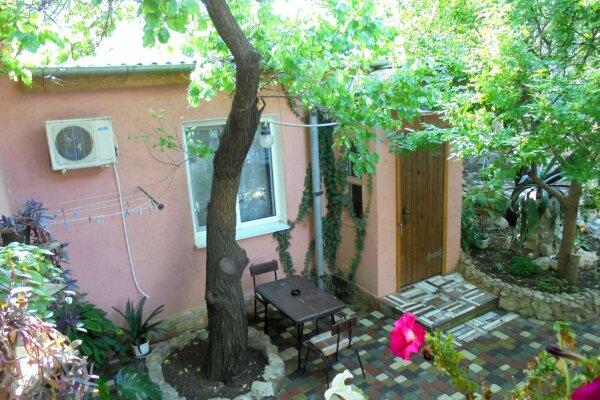 Домик под абрикосовым деревом на 2-4 человека., 37 кв.м. на 4 человека, 1 спальня