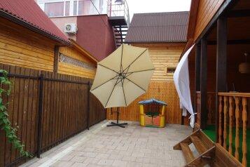 Домик на базе отдыха, 60 кв.м. на 7 человек, 3 спальни, Тихая улица, Голубицкая - Фотография 2