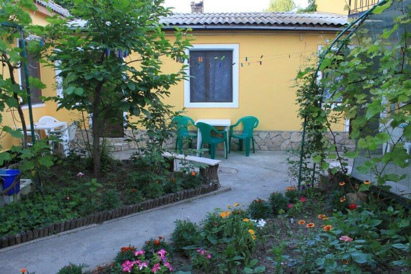 Гостевой дом у Надежды, Красный переулок, 27 на 8 комнат - Фотография 3