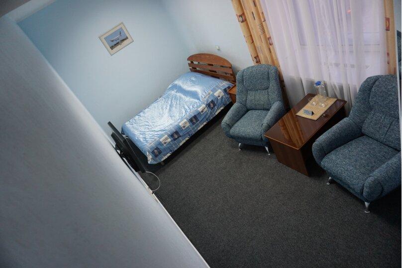 Стандарт c большой кроватью, улица Академика Вавилова, 1с2, Красноярск - Фотография 1