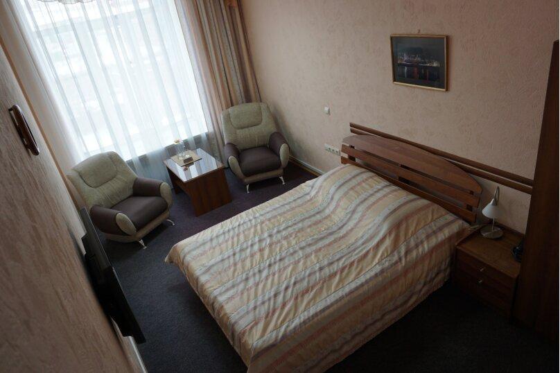 Стандарт c большой кроватью, улица Академика Вавилова, 1с2, Красноярск - Фотография 3