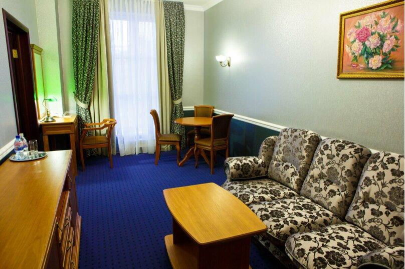 """Люкс двухкомнатный с кроватью размера """"king-size"""", улица Чапаева, 82, Краснодар - Фотография 1"""
