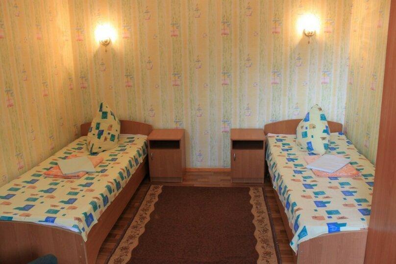 Двухместный номер с двумя односпальными кроватями (2-й этаж), Красный переулок, 27, Феодосия - Фотография 1