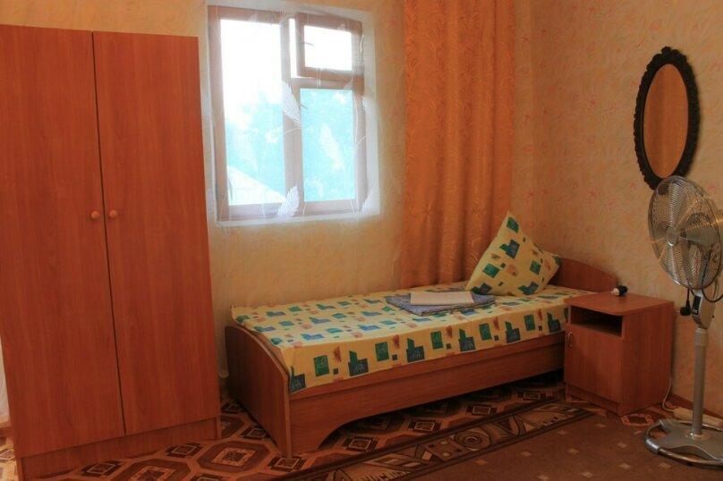 Гостевой дом у Надежды, Красный переулок, 27 на 8 комнат - Фотография 11