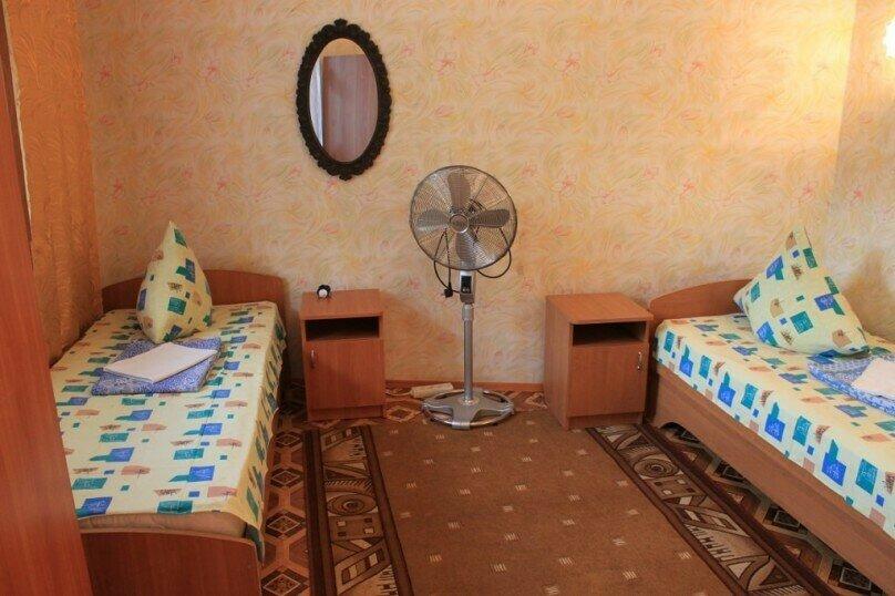 Гостевой дом у Надежды, Красный переулок, 27 на 8 комнат - Фотография 14