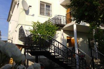 Гостевой дом- номера однокомнатные и двухкомнатные номера, с кухней, улица Пушкина на 6 номеров - Фотография 1