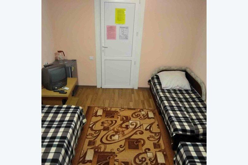 Трехместный номер первый этаж (2), Темрюкская, 7, Голубицкая - Фотография 1