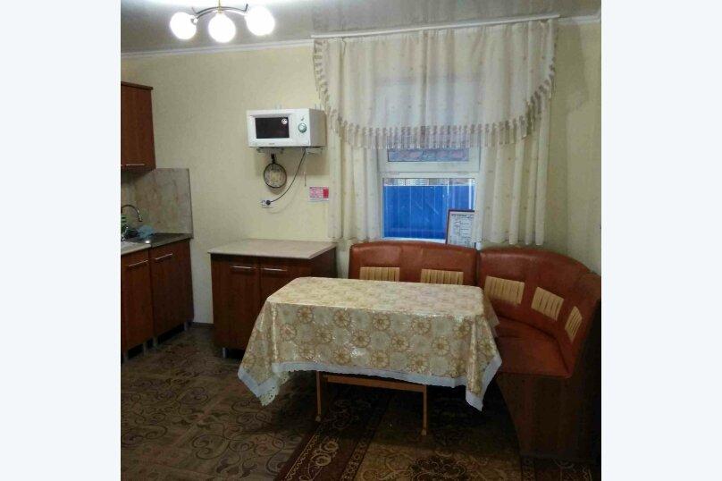 """Гостевой дом """"Песчаная бухта"""", Темрюкская, 7 на 5 комнат - Фотография 3"""