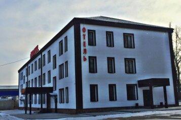 """Отель """"Нитрон"""", площадь Советско-Чехословацкой Дружбы, 31 на 33 номера - Фотография 1"""