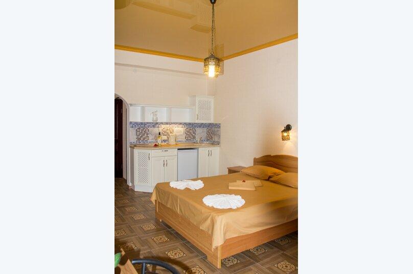 Семейный Люкс с ванной 32 кв.м., Черноморская набережная, 36В, Феодосия - Фотография 2