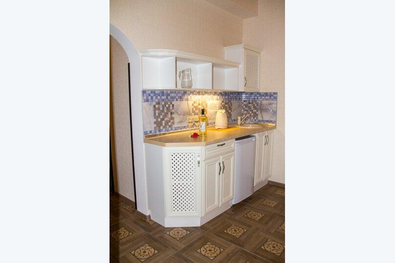 Семейный Люкс с ванной 32 кв.м., Черноморская набережная, 36В, Феодосия - Фотография 4