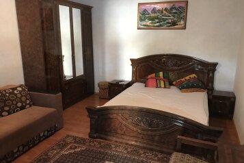 Дом, 65 кв.м. на 6 человек, 2 спальни, проспект Ленина, Евпатория - Фотография 1