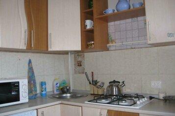 2-комн. квартира, 42 кв.м. на 4 человека, Нахимова, поселок Орджоникидзе, Феодосия - Фотография 1
