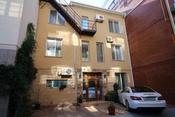 Гостевой дом-эллинг, Черноморска наб. на 2 номера - Фотография 1