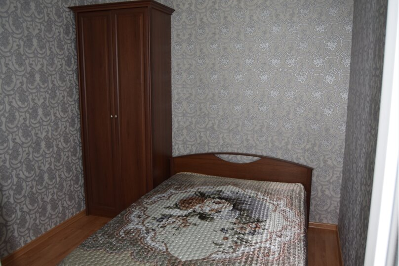 Двухместный, улица Шевченко, 1Б, Морское - Фотография 1