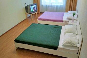 2-комн. квартира, 62 кв.м. на 5 человек, улица Академика А.Н. Крылова, Чебоксары - Фотография 1
