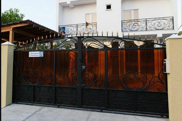 Гостевой дом, улица Просвещения, 176 на 16 номеров - Фотография 1
