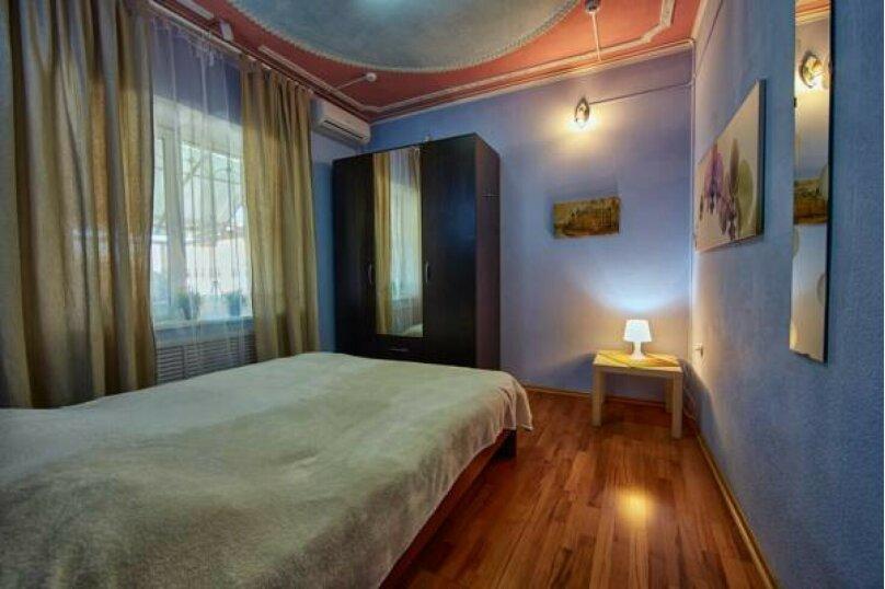 Двухместный номер с 1 большой кроватью и общей ванной комнатой, улица Костылева, 72, Краснодар - Фотография 3