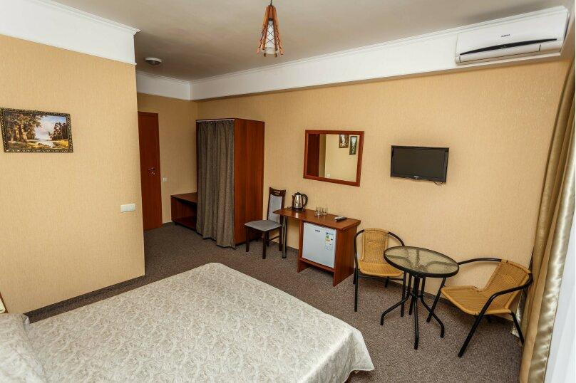 Стандартный двухместный номер с 1 кроватью или 2 отдельными кроватями, улица Горького, 68, Алушта - Фотография 1