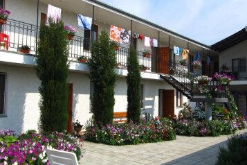 Гостиница, улица Комарова, 15В на 13 номеров - Фотография 1