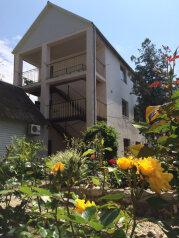 Трехэтажный корпус, улица Коронелли на 12 номеров - Фотография 1