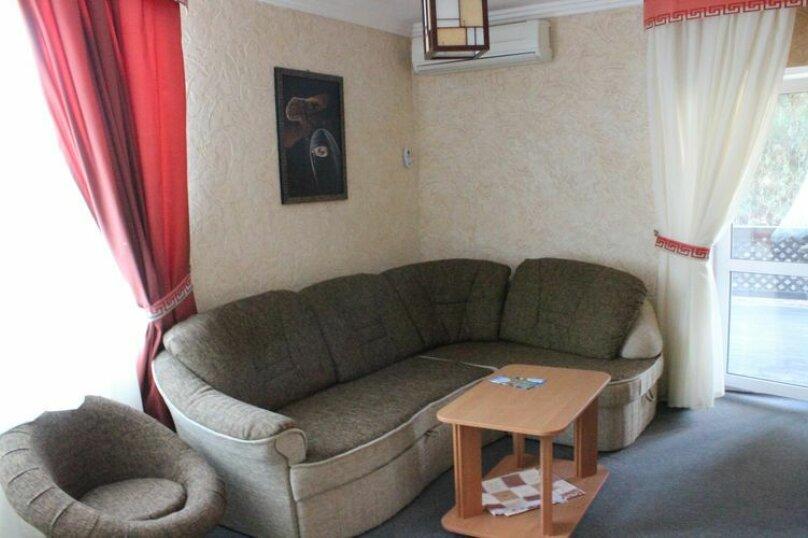 Люкс с открытой террасой однокомнатный на 4 человека 1й этаж, Таврическая улица, 18, Оленевка - Фотография 1