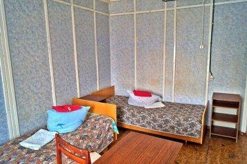 Койко-место в пятиместном эконом:  Койко-место, 1-местный, Гостиница, улица Шмидта, 43 на 16 номеров - Фотография 3
