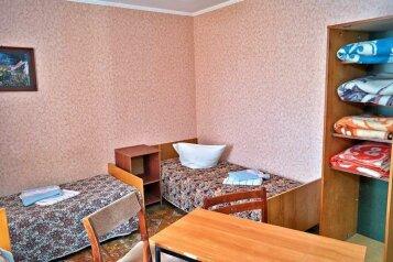 Койко-место в пятиместном эконом:  Койко-место, 1-местный, Гостиница, улица Шмидта, 43 на 16 номеров - Фотография 4